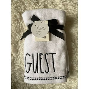 ◾️Rae Dunn Guest Set of 2 Hand Towels